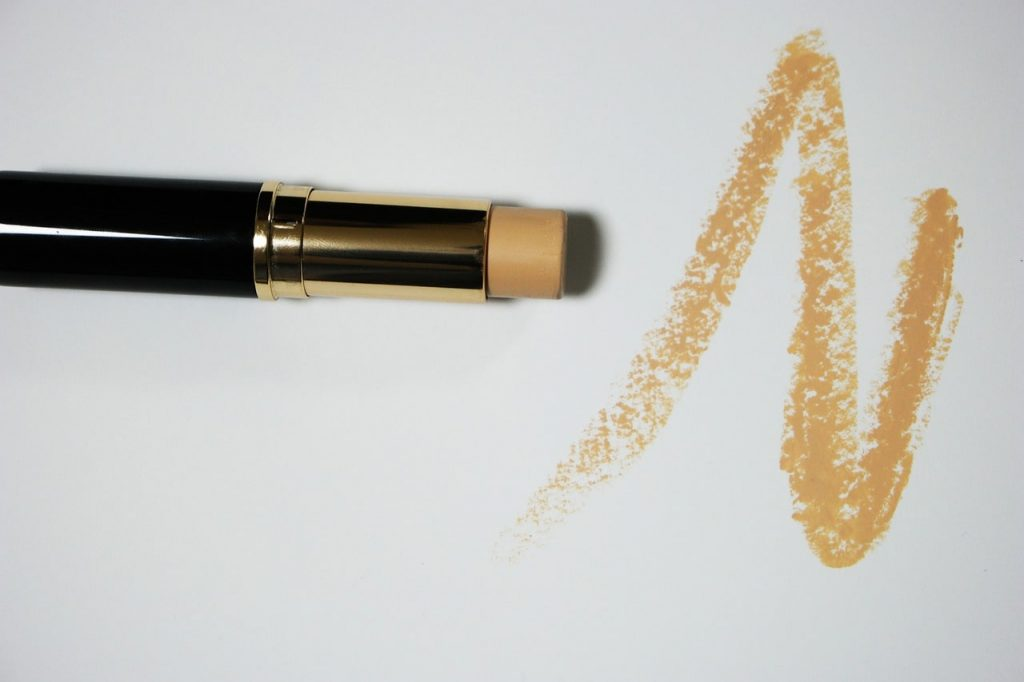 Create Base with Right Foundation Concealer 1